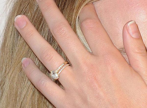 Margot Robbie engagement ring close-up