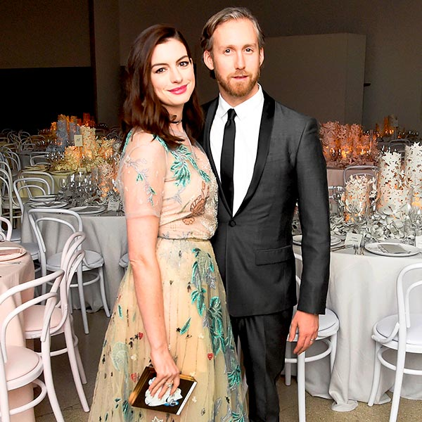 Anne Hathaways Engagement Ring Anne Hathaway and Adam Shulman