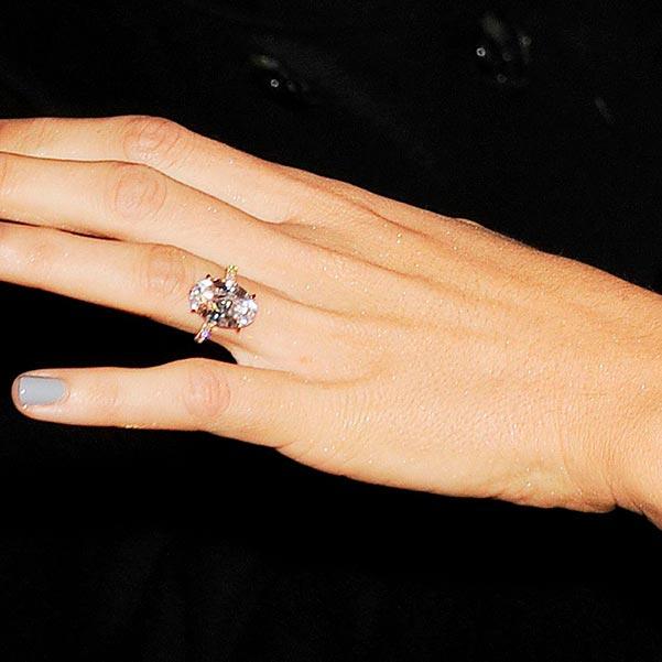 Blake Livelys Engagement Ring Close Up