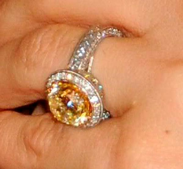 Carrie Underwoods Engagement Ring Side View