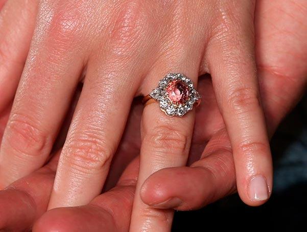 Princess Eugenies Engagement Ring Stone Close Up