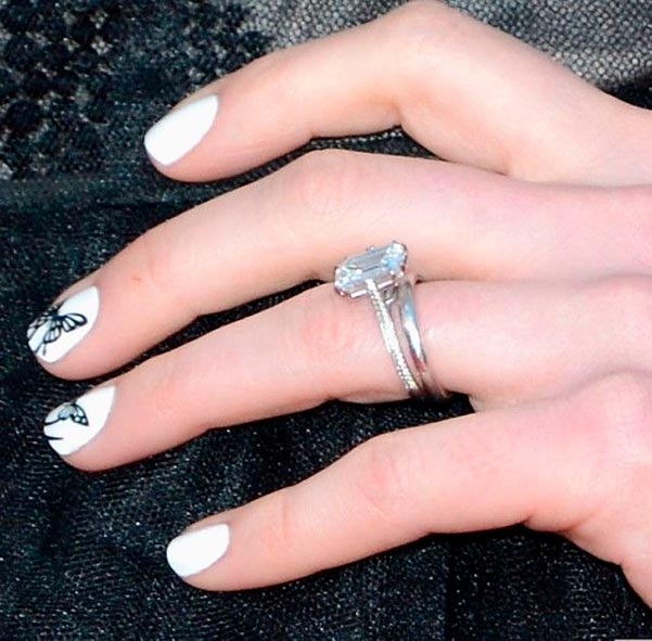 Anne Hathaways Engagement Ring Side View