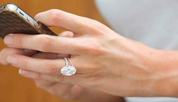 Blake Livelys Engagement Ring Best View