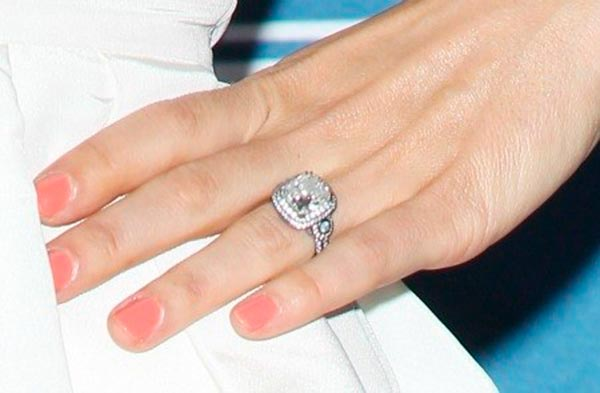 Jessica Biels Engagement Ring Setting