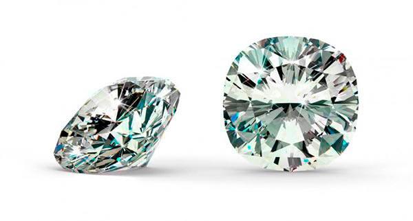 Priyanka Chopras Engagement Ring Cushion Cut Diamond