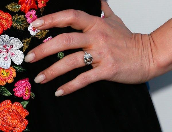 Kristen Bells Engagement Ring First Look